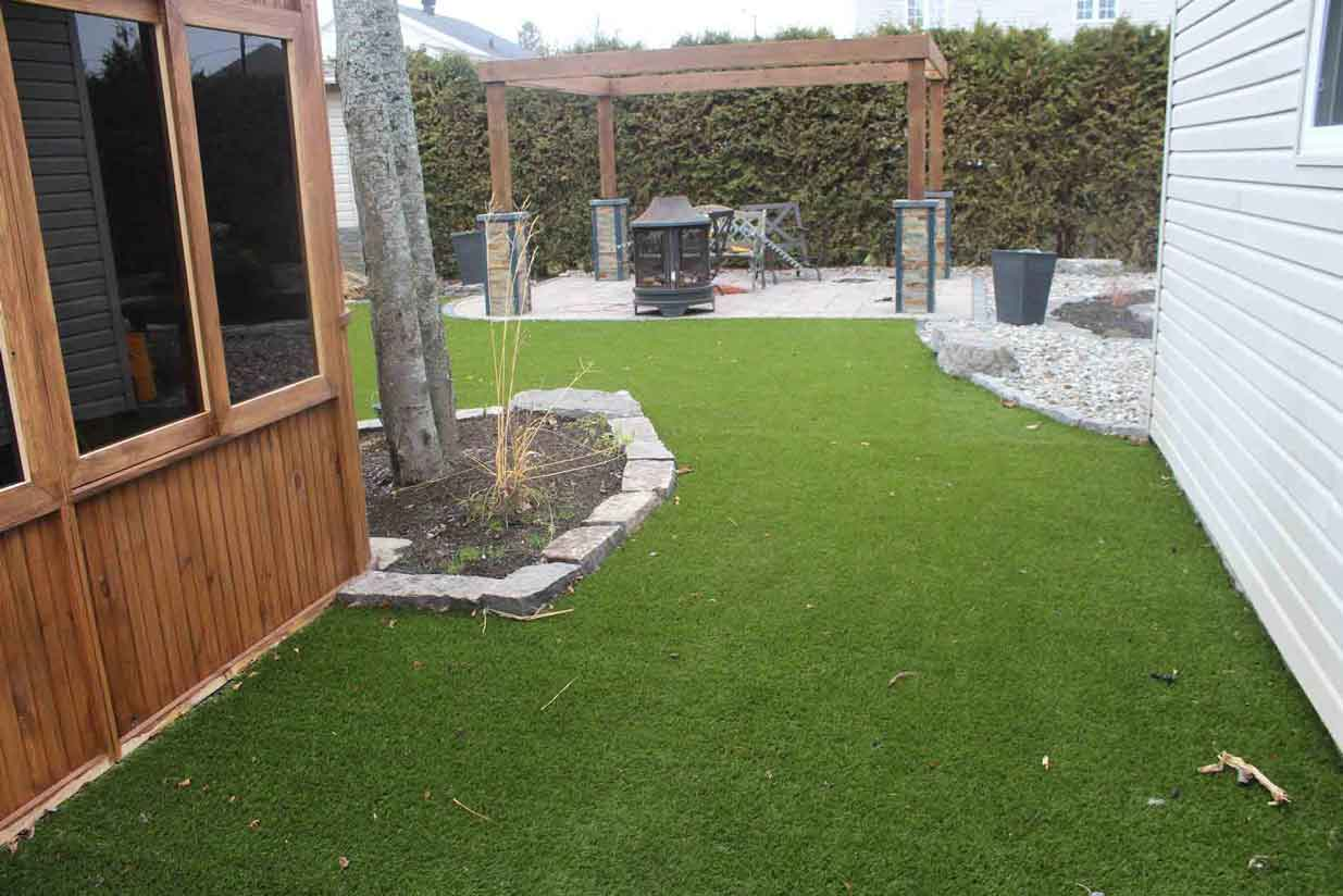 +synthetic+grass+backyard