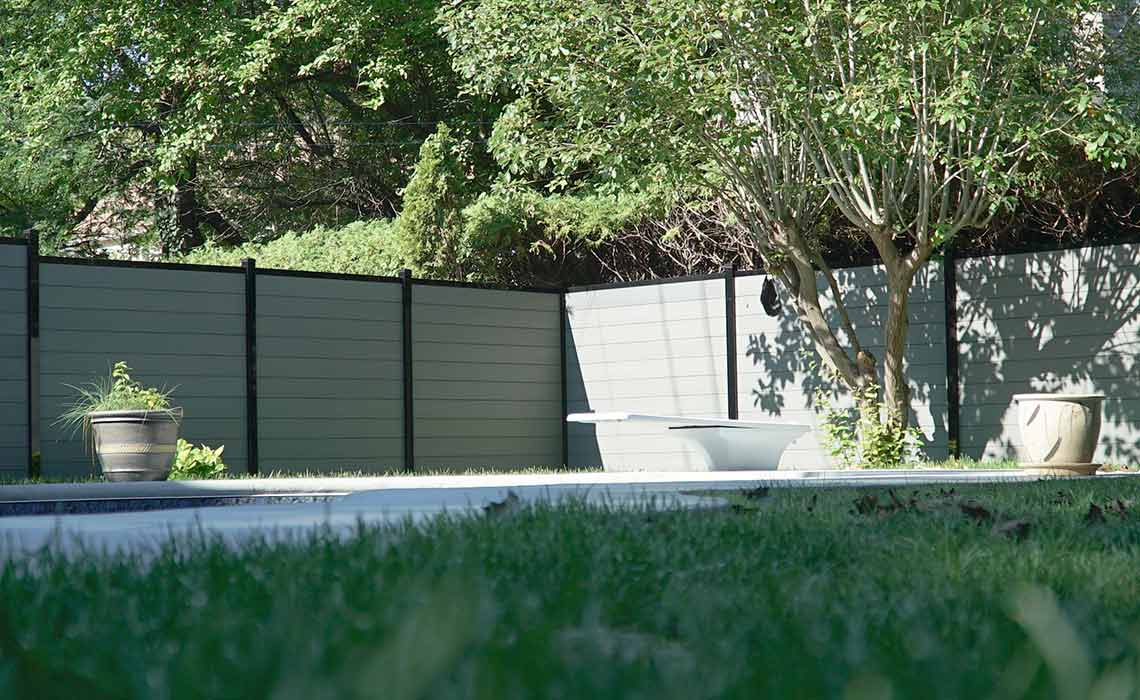 composite fencing Outdoor-living-spaces-creative-fence-ideas-fence-inspiration-color-schemes