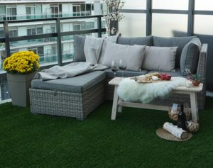 Artificial-grass-balcony-patio-with-outdoor-furniture-glass-wine-no-staining-toronto