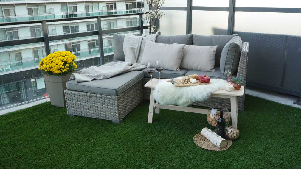 Artificial-grass-balcony-toronto-outdoor-furniture